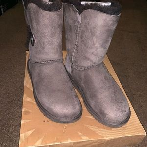 Women's Chocolate Ugg's Size 6.